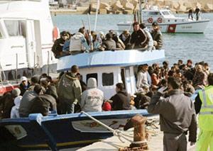 Tunisie : Environ 5.000 migrants à Lampedusa après de nouveaux débarquements