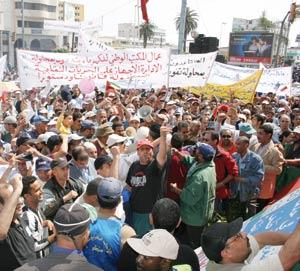 les-syndicats-menacent-de-reprendre-la-marche-de-protestation-quils-avaient-decide-de-reporter