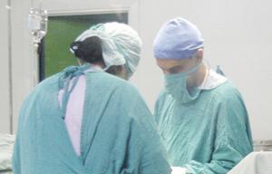 Cancer du poumon : Première greffe au monde d'une bronche artificielle