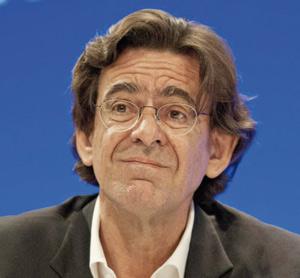 Affaire Luc Ferry : La justice marocaine demande une commission rogatoire
