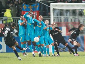 Football : Lyon champion d'automne, Paris SG champion des crises