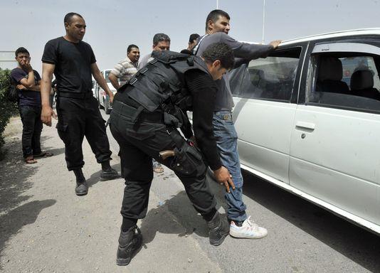 Tunis: 11 policiers et 3 manifestants blessés lors des heurts