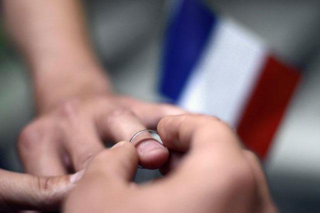 Le premier mariage homosexuel célébré mercredi en France