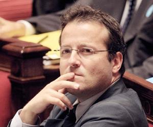 Martin Hirsch teste l'assiduité rémunérée à l'école