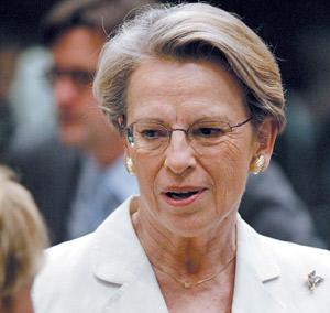 Michelle Alliot-Marie, inaudible et invisible ministre de l'Intérieur
