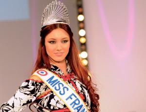 Entretien avec Delphine Wespiser, Miss France 2012 : «J'essaie de promouvoir le caftan et de le rendre à la mode»