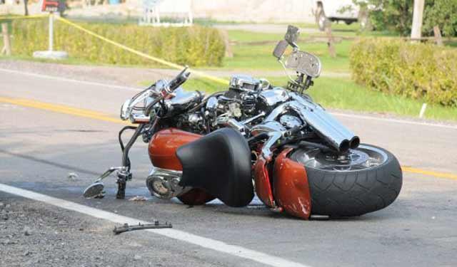 Décès d'un motocycliste ayant percuté une voiture de police en stationnement
