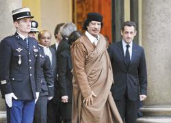 Kadhafi embarrasse Nicolas Sarkozy