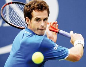 Murray conserve son titre en battant Federer en finale
