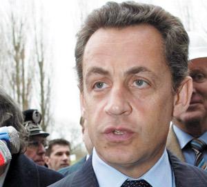 France : l'UMP plébiscite Sarkozy