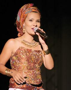 La chanteuse Oum : «Je me suis avant tout fait plaisir pour donner du plaisir aux gens»
