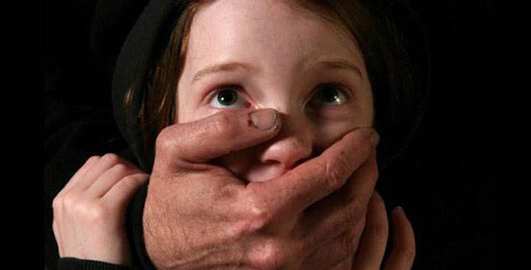 Il abuse sexuellement de l'amie de sa fille