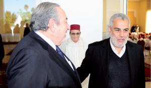 Sous le regard attentionné de Mohamed Yssef, secrétaire général du Conseil supérieur des oulama, Serge Berdigo