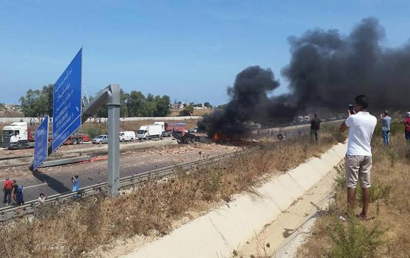 Accident de la route : Un poids lourd prend feu sur l'autoroute Casa-Rabat