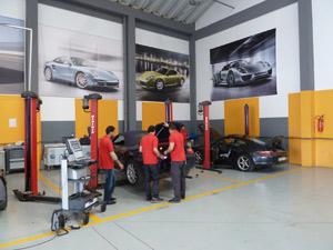 Porsche Service Clinic : Entre passion et réparations