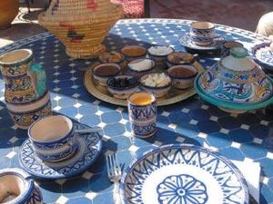 Poterie marocaine : Inspirations de l'art sur fond de couleurs chatoyantes