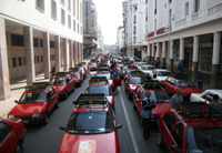 Les petits taxis voient rouge