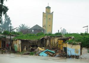 Inondations dans la région du Gharb : les populations accueillies dans des bivouacs équipés