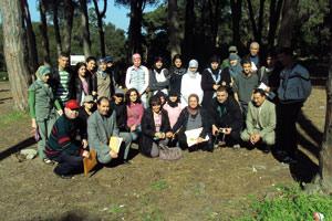 Des élèves à la découverte du milieu forestier
