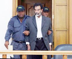 Saddam poursuit son show