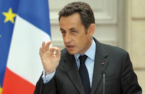 Nicolas Sarkozy frémit timidement dans les sondages