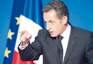 Sarkozy cède sous la contrainte des affaires