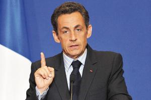 Sarkozy fait un geste sans apaiser la contestation