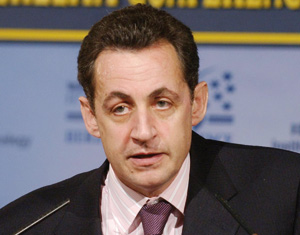 Nicolas Sarkozy veut rassurer le Maghreb par l'économie