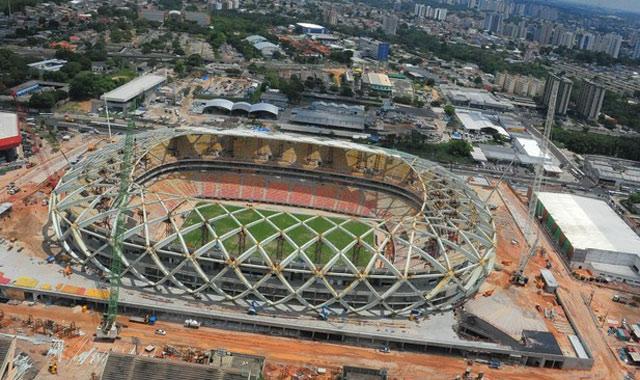 Mondial 2014: la construction d'un stade suspendue après la mort de cinq ouvriers