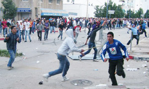 CRA-WAC : Des actes de violences entre supporteurs ont interrompu le match