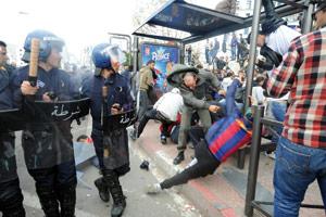 Algérie : Une nouvelle marche bloquée par la police