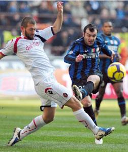 Calcio : l'Inter sans difficulté, la Roma seule dauphine