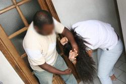 Il tue la mère pour violer sa fille