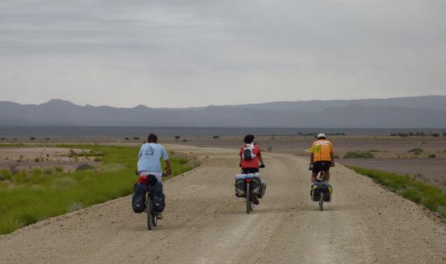Un globe-trotter marocain parcourt l Afrique à vélo