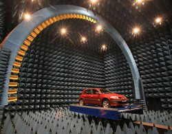 Renault inaugure un pôle de tests électromagnétiques