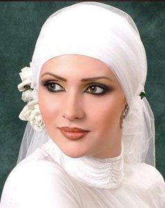 Les femmes voilées ont désormais droit à la sensualité des robes de soirée