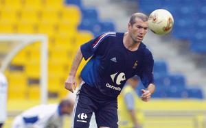 Zinedine Zidane s'entraîne de loin avec les Bleus