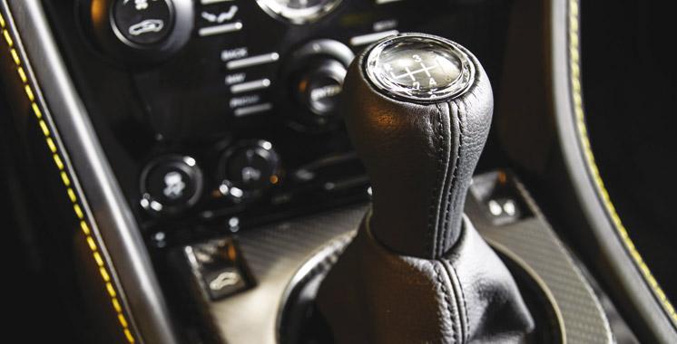 Aston Martin tient à la boîte manuelle