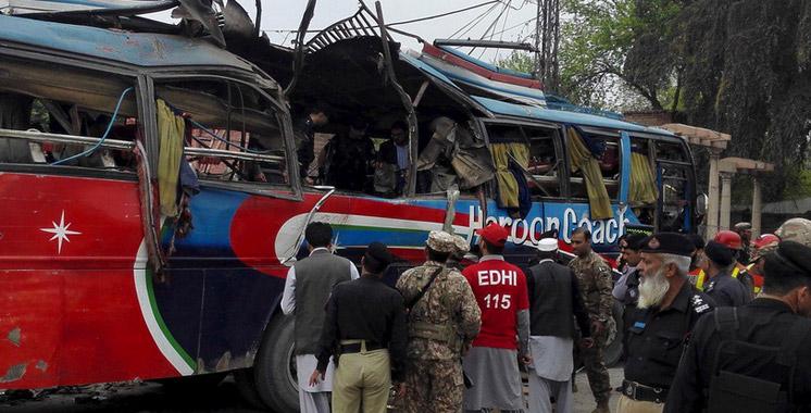 Explosion d'un bus à Peshawar: au moins 16 morts et 24 blessés