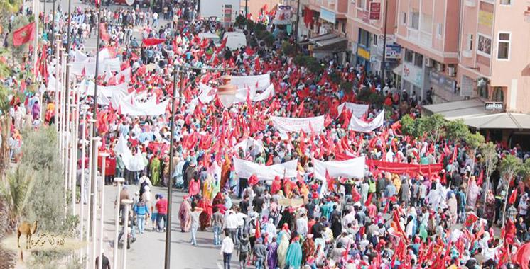 Laâyoune: Plus de 180 mille personnes marchent pour la marocanité du Sahara