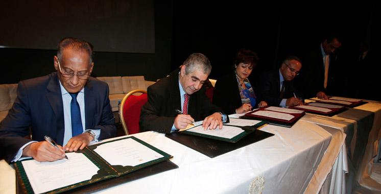 Signature-d-un-memorandum-d-entente-relatif-a-l-emploi-des-detenus-tamek-et-yazami-cndh