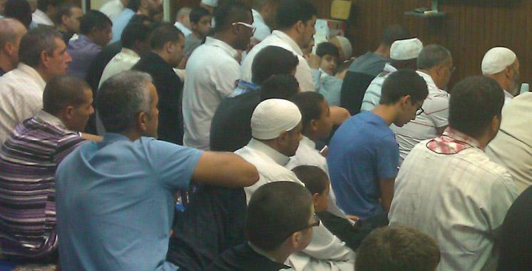 Casablanca : Il vole des espadrilles à l'intérieur de la mosquée de la faculté
