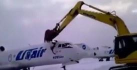 Incroyable : Il fracasse un avion pour avoir été licencié