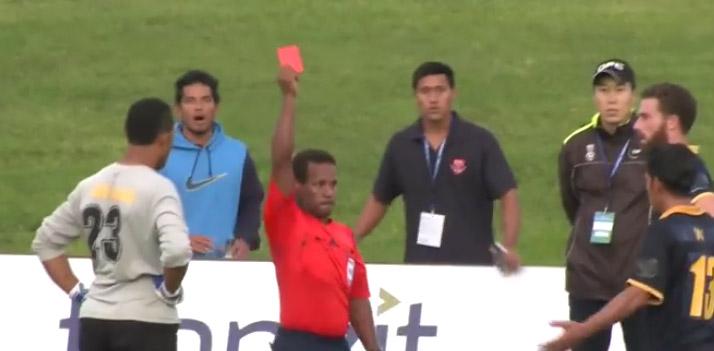 Football : un arbitre sort 6 cartons rouges et 11 jaunes lors d'un match à Auckland !