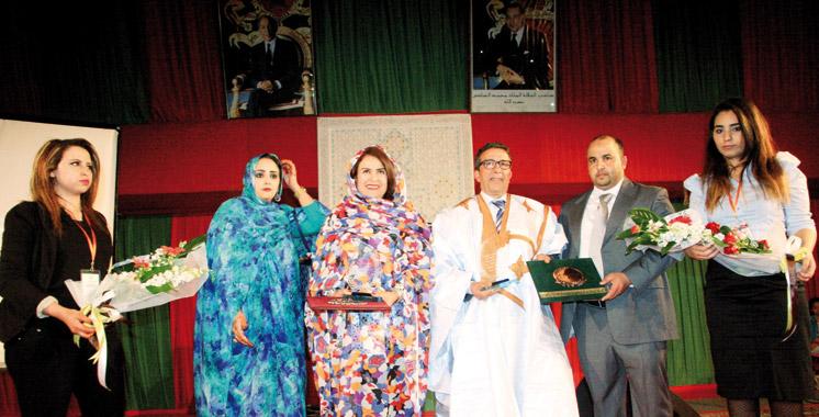 Festival international du théâtre de rue à Laâyoune: Hommage à Khadija Assad  et Aziz Saâdallah