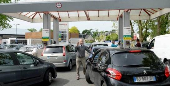 Grève des raffineries en France : les réserves stratégiques entamées