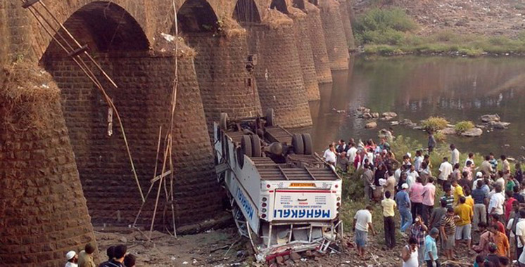 Inde: 13 morts et une cinquantaine de blessés dans un accident d'autocar