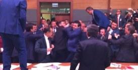 Turquie : Bagarre générale au parlement d'Ankara