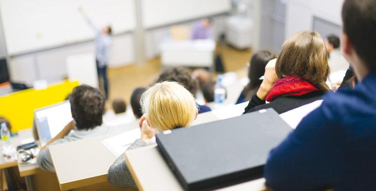 Les diplômés des universités et des écoles étrangères sont les mieux payés