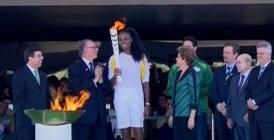Brésil : La flamme olympique arrive en plein crise politique